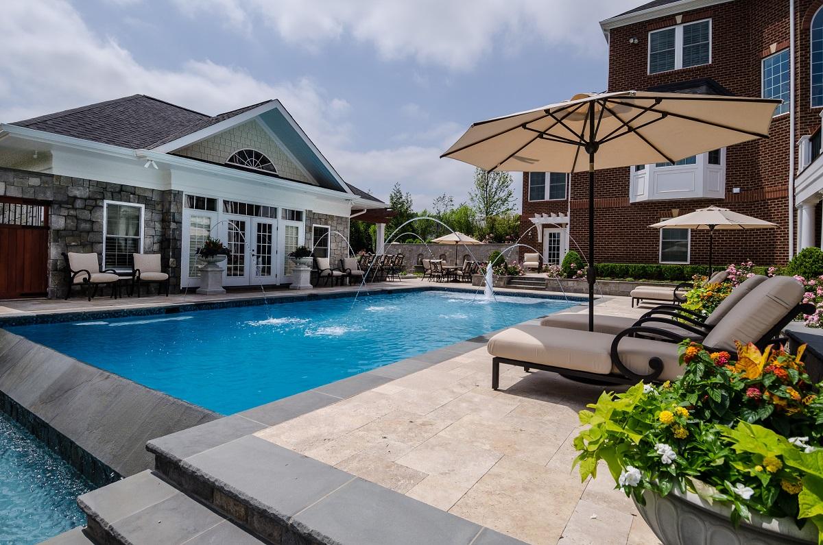 travertine-backyard-patio