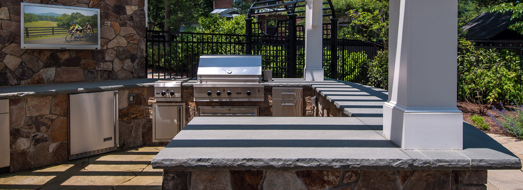 5 Must-Have Features for Your Outdoor Kitchen Design
