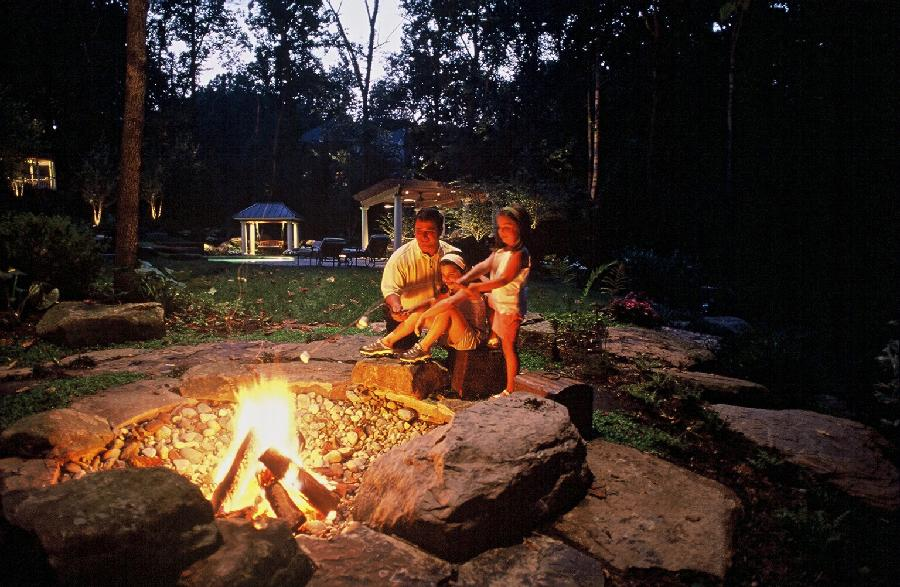 outdoor-fireplaces-and-firepits